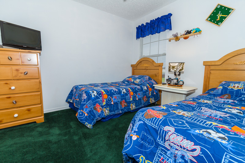 CHILDRENS TWIN ROOM UP-STARIS